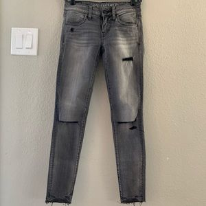 AMERICAN EAGLE Super Low Distressed Jegging